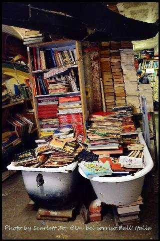 Libreria acqua alta3